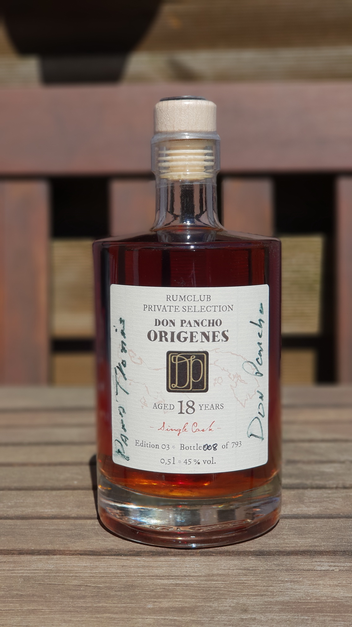 Private Rumclub Selection – Don Pancho Origines 18 JahreEdition 03, Flasche Nr. 008 von 793.2017 mit der persönlichen Unterschrift von Don Pancho.