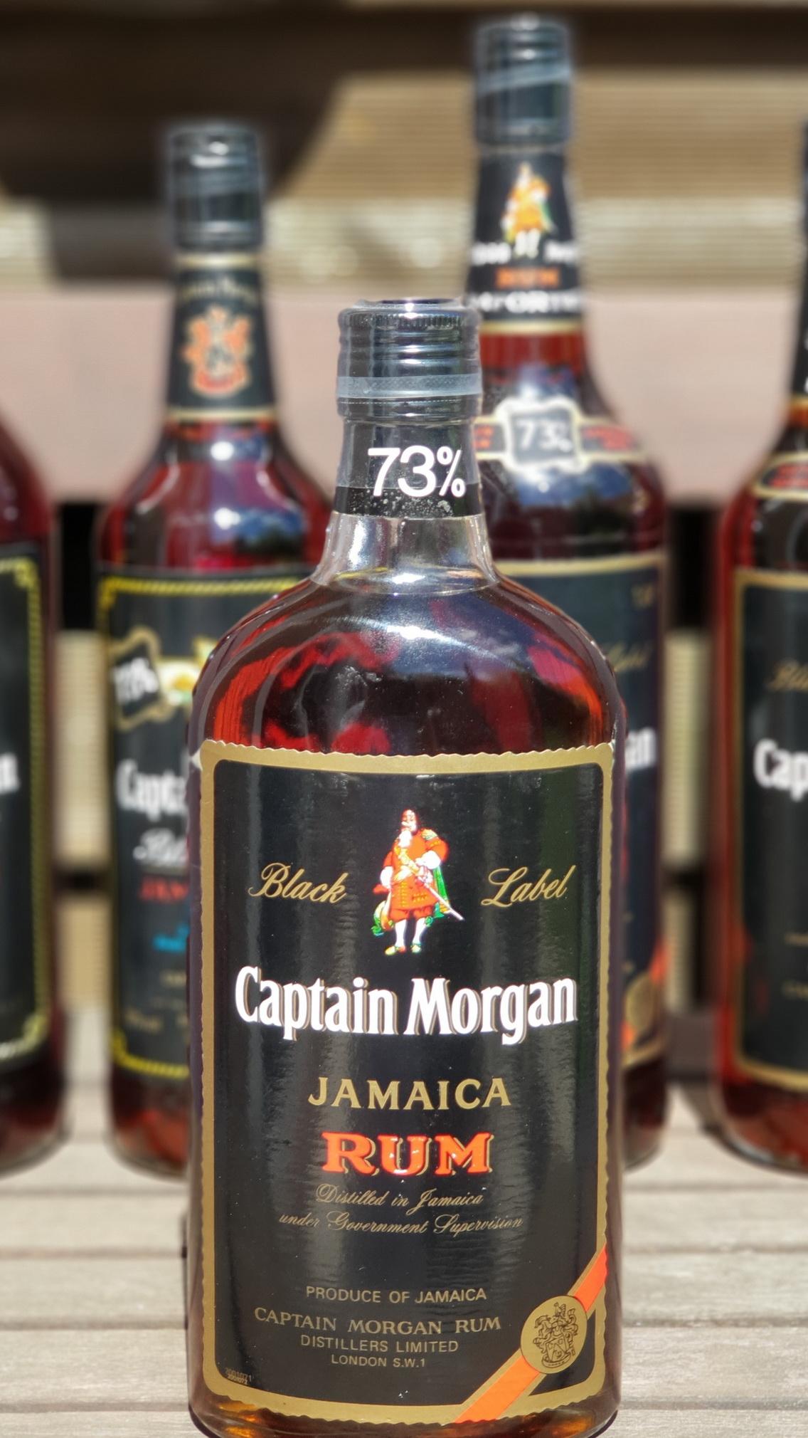 Captain Morgan 73 – Definitiv der beste Rum für einen Mai Tai !Bild: Die besonders seltene OVALE FlascheProduktionsende: 2005Vorrat: 12 x 0,7L + 6 x 1L