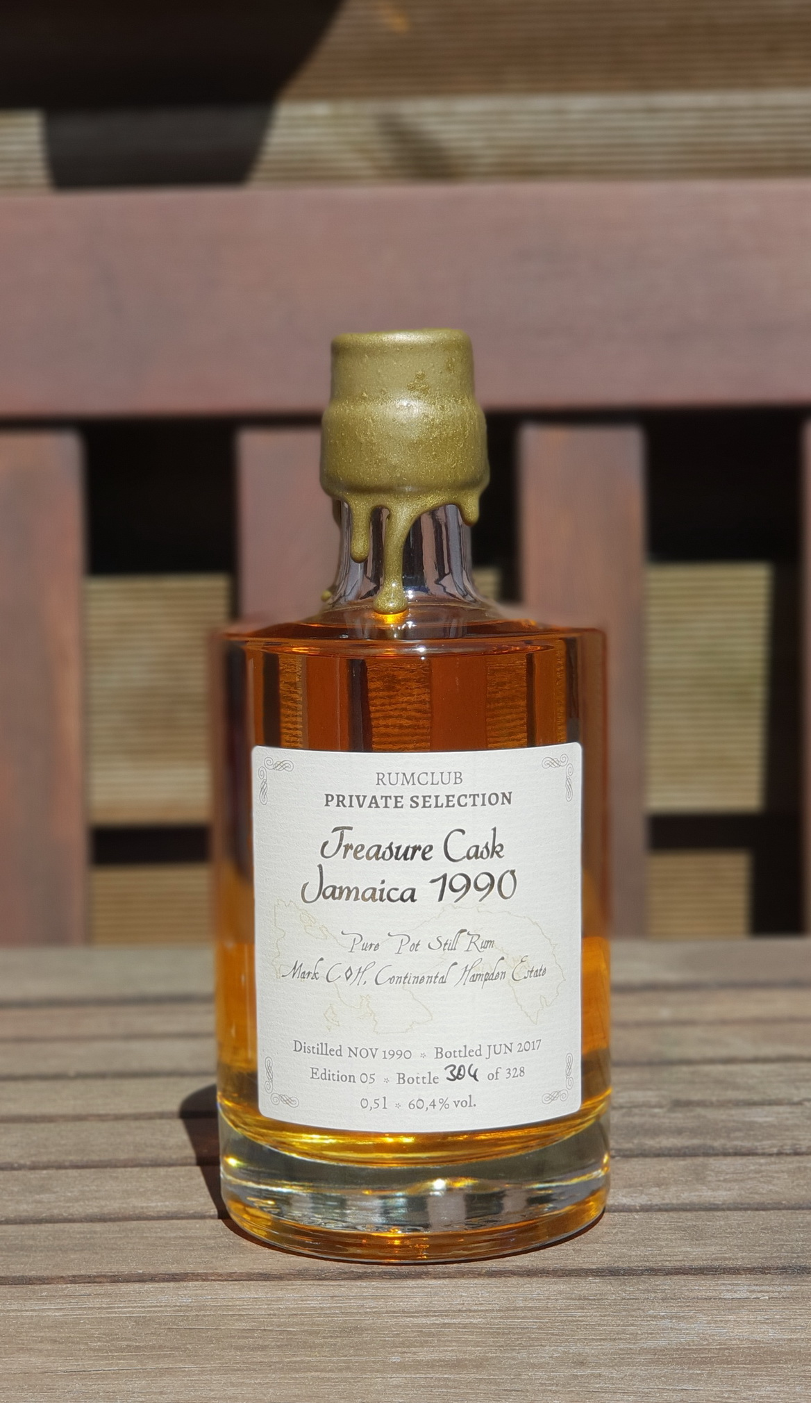 Rumclub Private Selection: Treasure Cask Jamaica 1990 (2017)0,5L und 60,4% von Hampden Estate.Einzelflasche, handnummeriert: 304 von 328