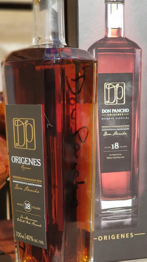 Don Pancho Origines 18 Jahre mit der Unterschrift von Don Pancho.